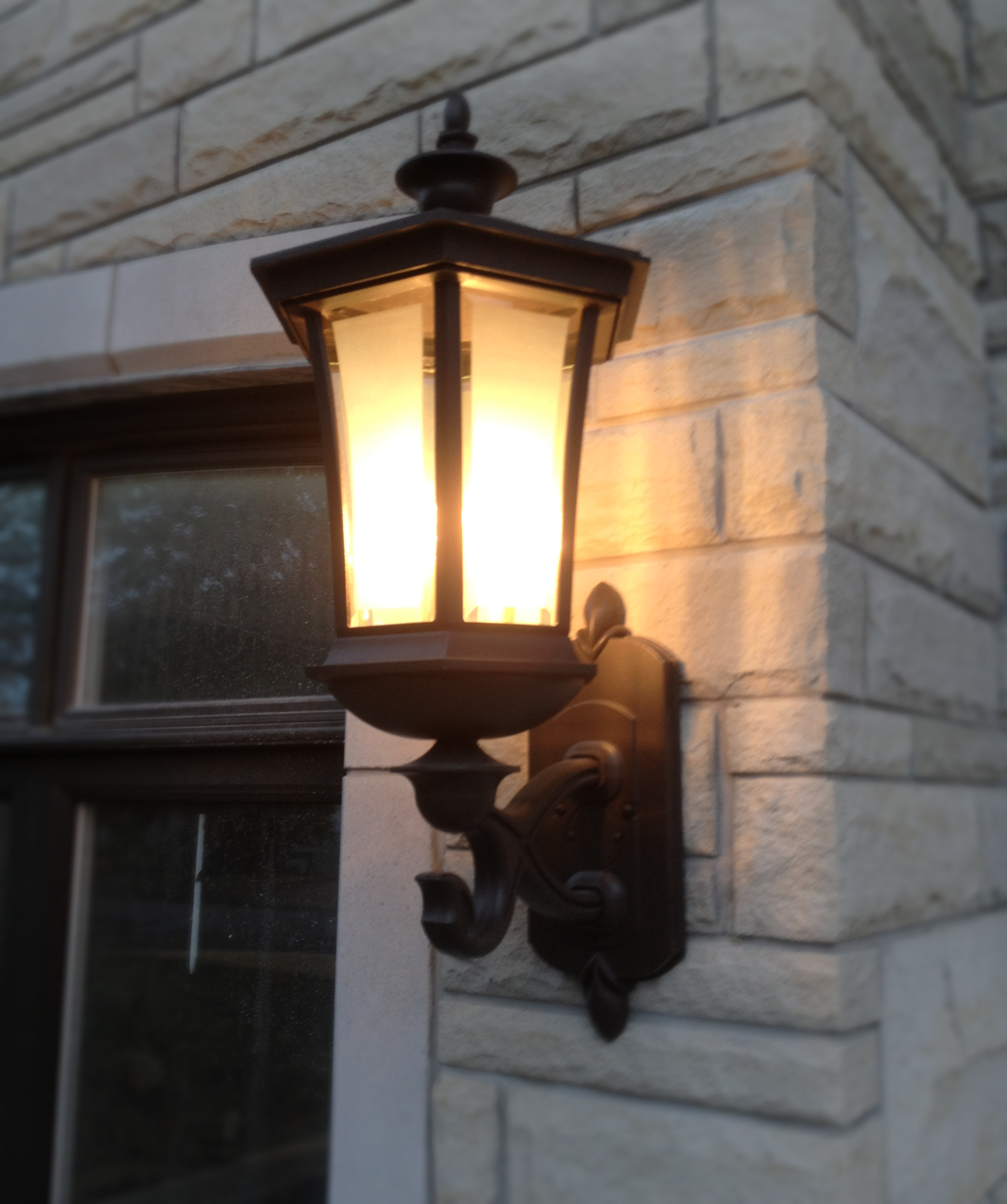 Saikaley-House-exterior-lamp